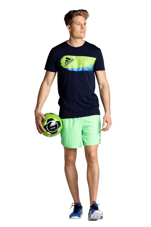 At Australian Sports Apparel Group (AUSAG), we're one of the country's biggest manufactures of sports apparel. Based in Melbourne, we specialise in custom designing a wide variety of sportswear, from team uniforms to school sport uniforms, for sports fanatics in Australia and abroad.